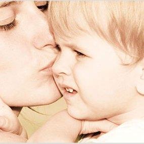 Netværket Solomor.dk henvender sig til kvinder der aktivt ønsker at vælge positive tanker, nærende kost og støttende venskaber og omgivelser. Kvinder der vælger at blive mere og mere bevidste, om deres værdier og prioriteter og ønsker at leve efter dem, for derigennem at blive den bedste udgave af sig selv, og være den bedste mor for sine børn.